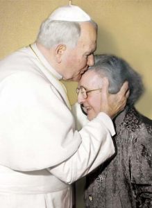 La Madre Trinidad en audiencia privada con san Juan Pablo II, 1996