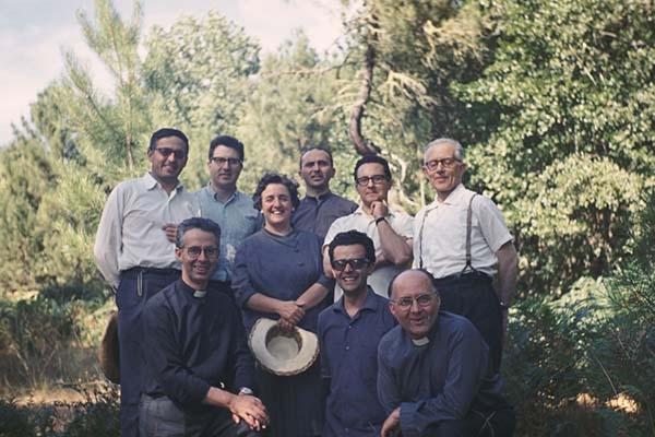 La Madre Trinidad en un día de campo con sacerdotes de La Obra de la Iglesia (Valdemaqueda, Navalperal, 1969).